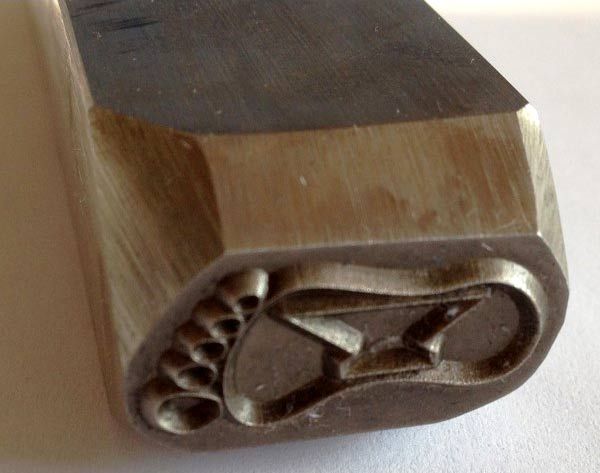 Poinçon en acier pour marquer le métal